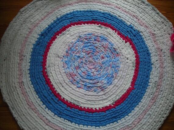 Branco com tons de rosa e azul, 29 polegadas tapete de tecido reciclado