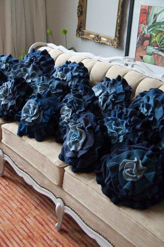 Синий Ombre Ruffle Роуз Подушка - Medium