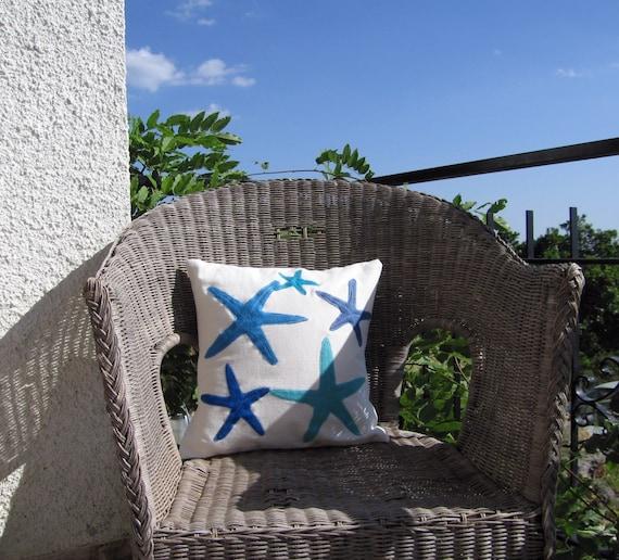 Синий бросить подушку: морские звезды в тона голубого и бирюзового