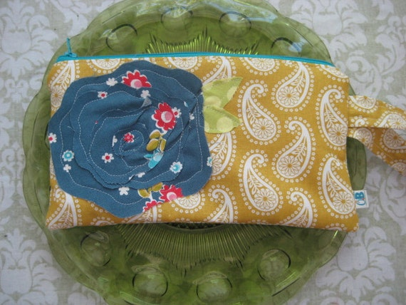 Wrist Pouch in Shab Paisley Blue