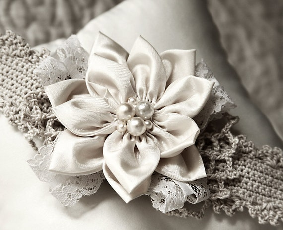 art crafts: fabric flowers and ribbons for fashion