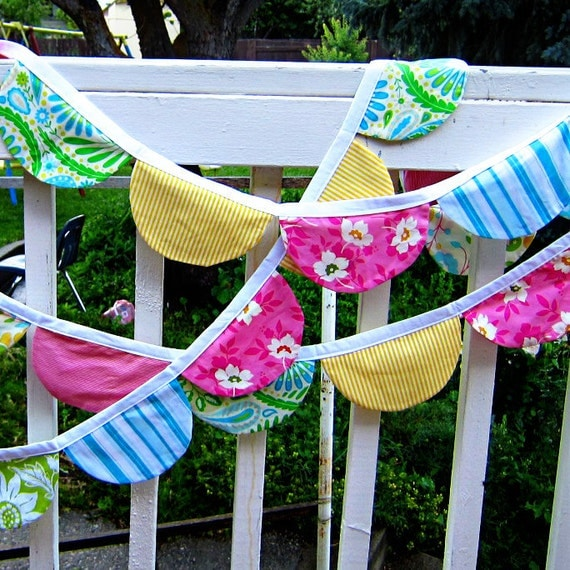PDF Sewing Pattern Scalloped Bunting, Party Flags, Photo Props by Yards and Yards