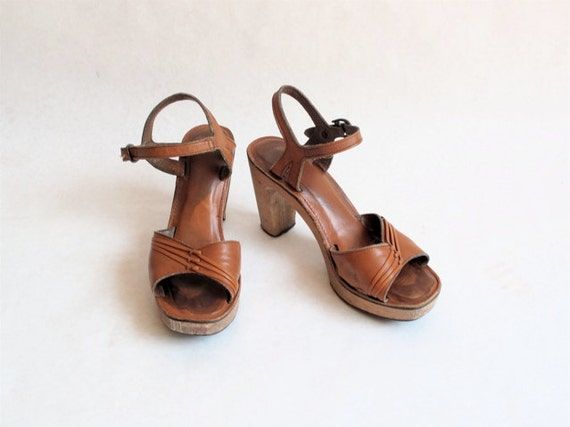 1970's Caramel Leather Wooden Heels
