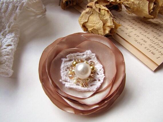 Брошь ручной работы цветок ткань - РОМАНТИЧЕСКИЙ BLOSSOM ШАМПАНСКОЕ