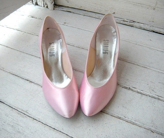ON SALE Vintage 80s Powderpuff Pink Satin Pumps Sz 7-7.5 Euro 37.5-38