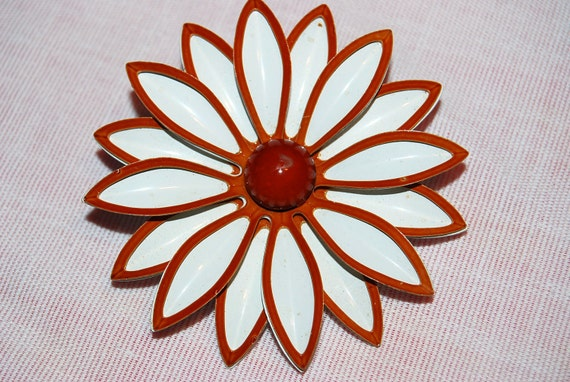 Vintage Caramel and White Metal Brooch