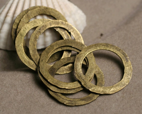 Hand hammered large antique brass ring aprox 20mm in diameter, 6 pcs (item ID ABX2702-0.5K)