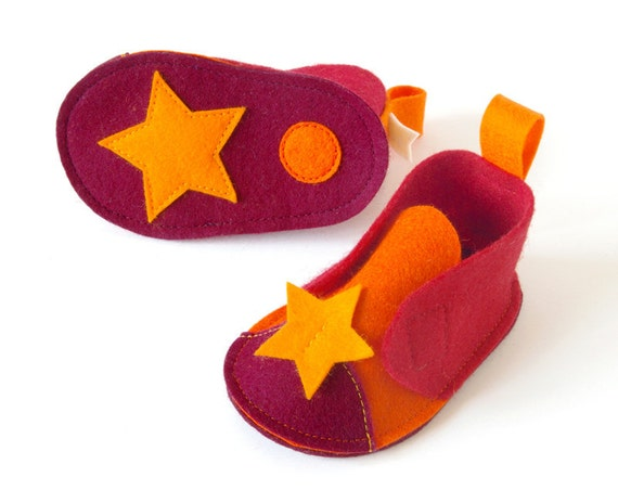 Baby booties Orange & Red Pepe with stars - soft sole baby shoes mango, red, orange, bordeaux pure wool felt