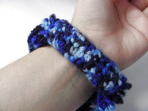 Crocheted wire bracelet soft blue gradient