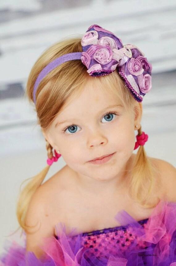 Фиолетовая атласная Ombre Розетка волосы бант с Кристалл центр Stretchy Фиолетовый головная повязка или зажим для волос - Вирджиния - Vintage Вдохновленный