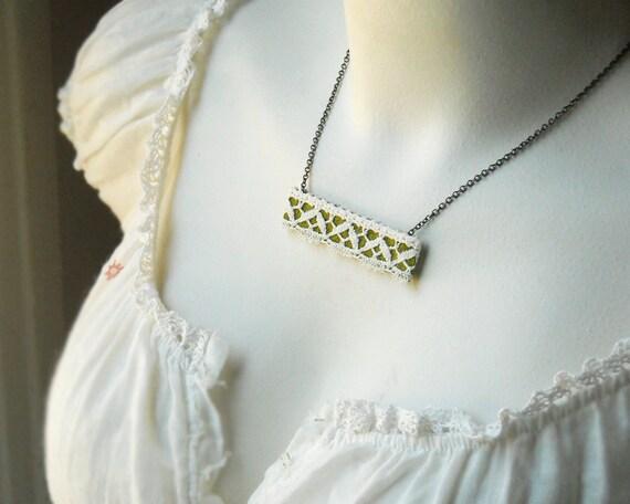 Оливковый зеленый с белым ожерелье Винтаж Кружева
