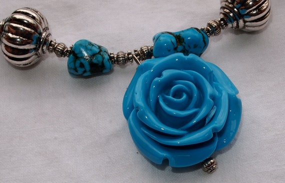 Blue Resin Flower & Magnesite Necklace