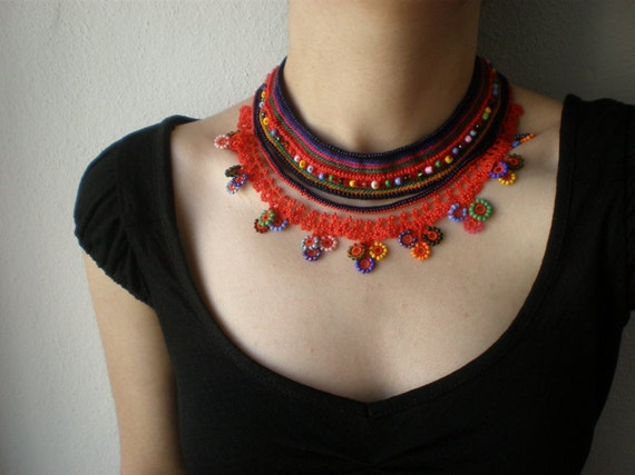 Emilia Fosbergii  ... Beaded Crochet Necklace - Bright Red - Colorful Flowers