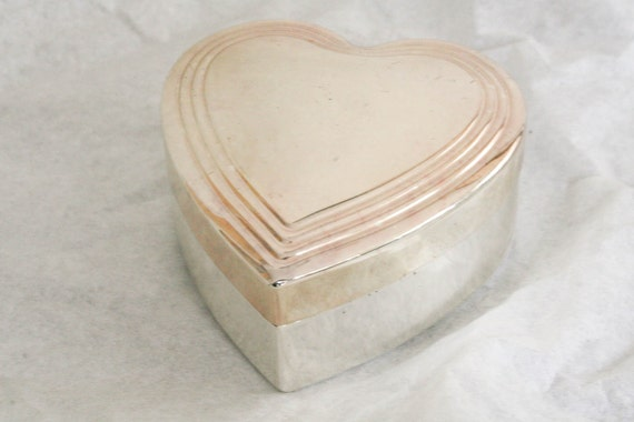 Heart Shaped Box metal white gold silver vintage pot keepsake trinket jar
