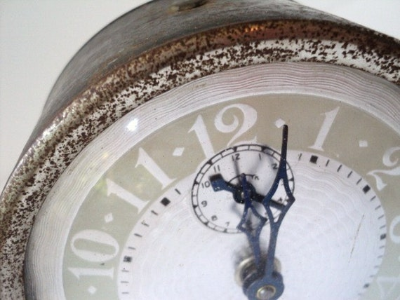 Vogue Alarm Clock Vintage & Shabby