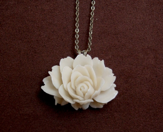 Vintage Inspired Cream/Ivory Rose Cab Pendant Necklace