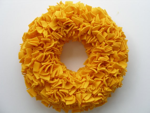 "15"" Handmade Fleece Rag Wreath"