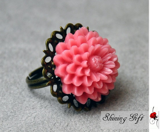 Vintage Style Finished Pink Resin Flower Ring