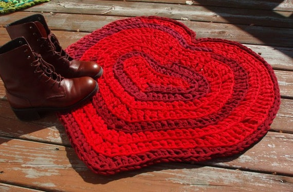 Red Heart crocheted upcycled rag rug for Valentine's Day -ooak