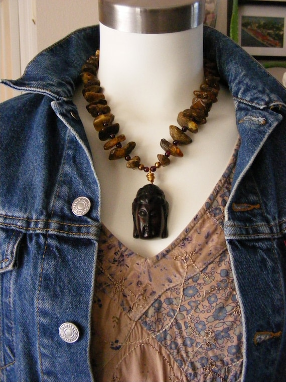 TREASURY ITEM Earthy Amber Kwan Yin Necklace