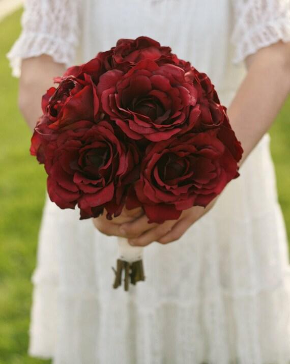 Шелковый невесты Букет красных роз Сельский Chic Свадебный Morgann Хилл образцов