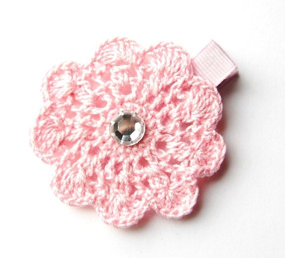 Crochet Flower for hair clip or brooch - http://www.Crafts4YouTo