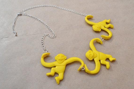 Barrel of Monkeys Chain Necklace - Red Blue or Yellow