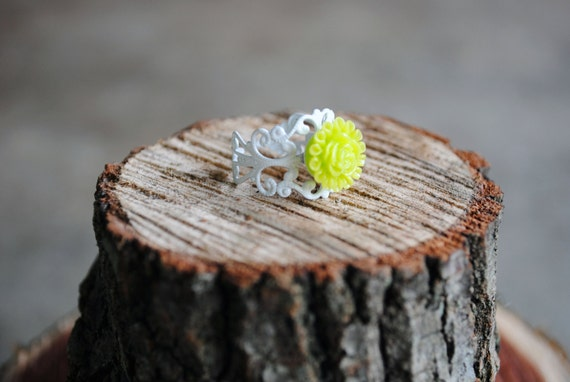 filigree ring . white & lime green