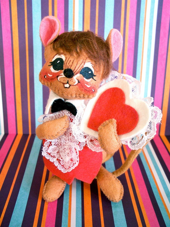 Vintage  Kitsch Annalee Valentines Day Mouse Felt Stuffed Plush