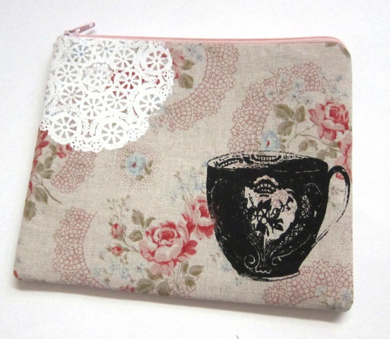 Pouch Teacup and Lace on Floral Linen