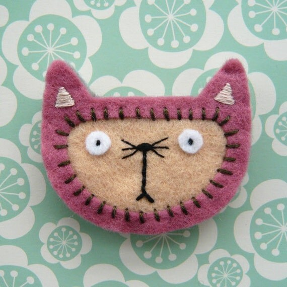 Pink Cat, felt brooch