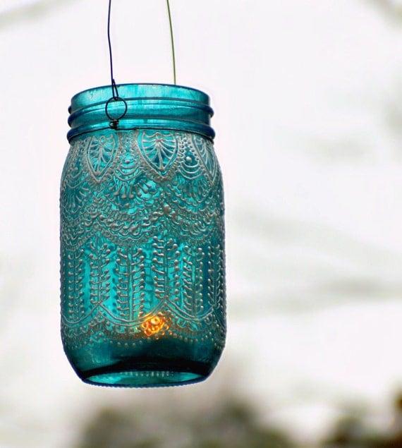 Ручная роспись Мейсон Jar фонарь, с павлина Синее стекло и Pearl White Eccents