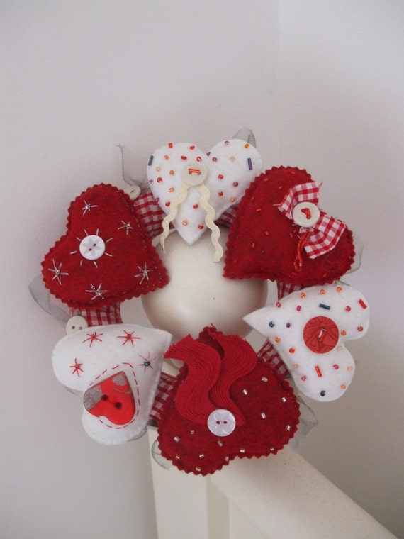 Heart wreath for wall, door or table top