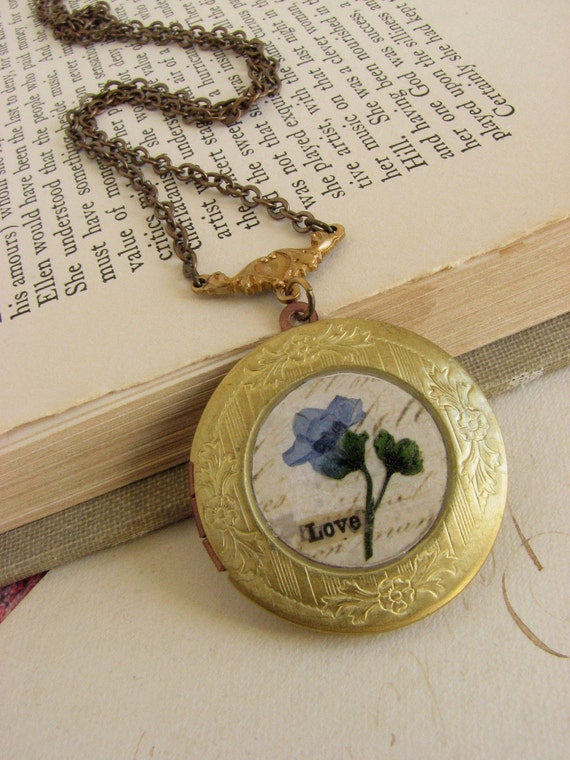 Forget-Me-Not Flower Locket -romantic pressed flower necklace-