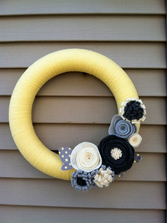Yellow Yarn Wreath with Felt Flowers.  Great for the summer.