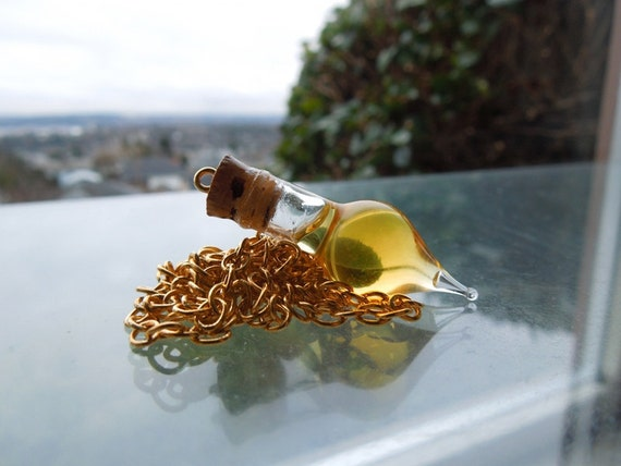 Felix Felicis (Movie Version) - Harry Potter Potion Drop Pendant - Gold Plated Chain