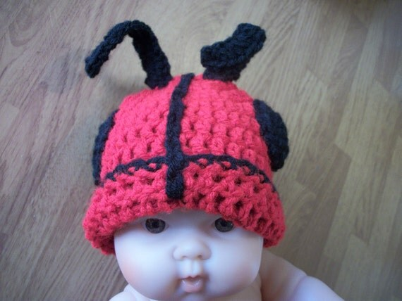 Newborn Lady Bug Hat, Diaper Cover and Cape - Photo Prop