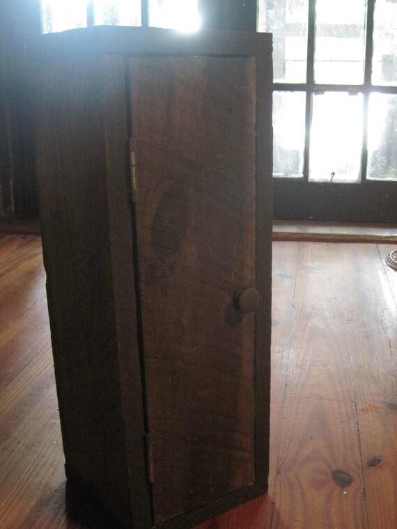 Regenerado Gabinete aserrada Cypress Pequeña