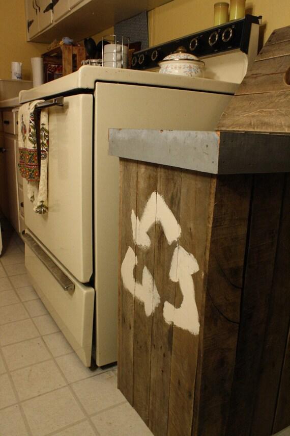 Papelera de reciclaje de palets de madera reutilizados