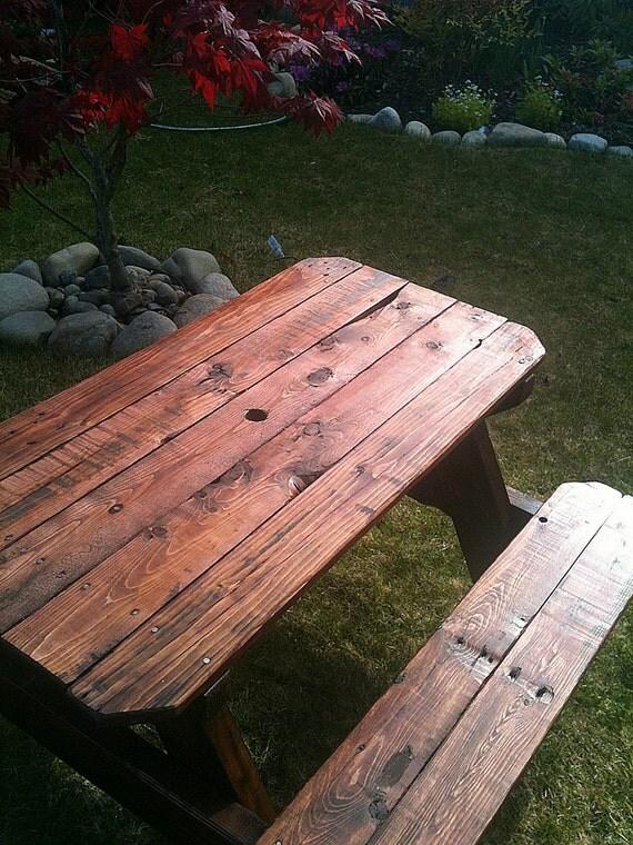 Mesa de picnic para niños upcycled