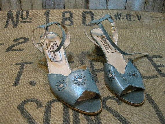 Vintage ankle strap Blue chambray leather heels 1970s sandals faux wood  6.5
