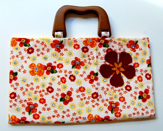 Wooden handle purse with scattered flowers