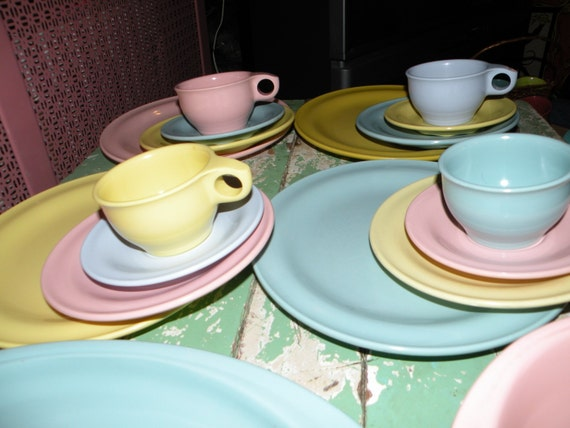 Cyanamid Plastics Meladur Original pieces marked Cyanamid are rare and worth a lot to a private collector or plastics expert. & Vintage Plastic Melmac Dinnerware History Melamine : Russel Wright ...