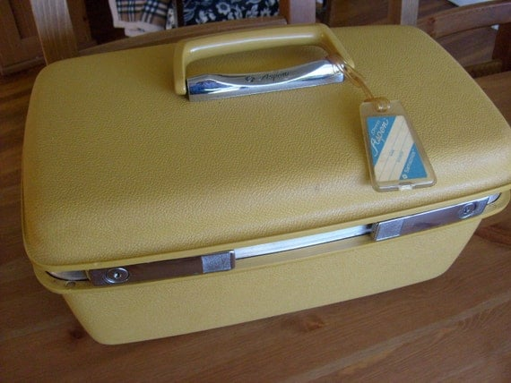 Aspen by Samsonite Yellow Train case