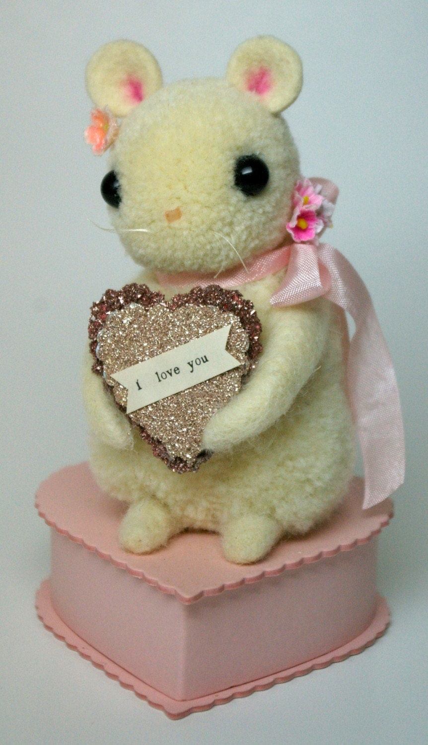 Baby Sugar Mouse - I Love You - Keepsake Box Valentine's Day