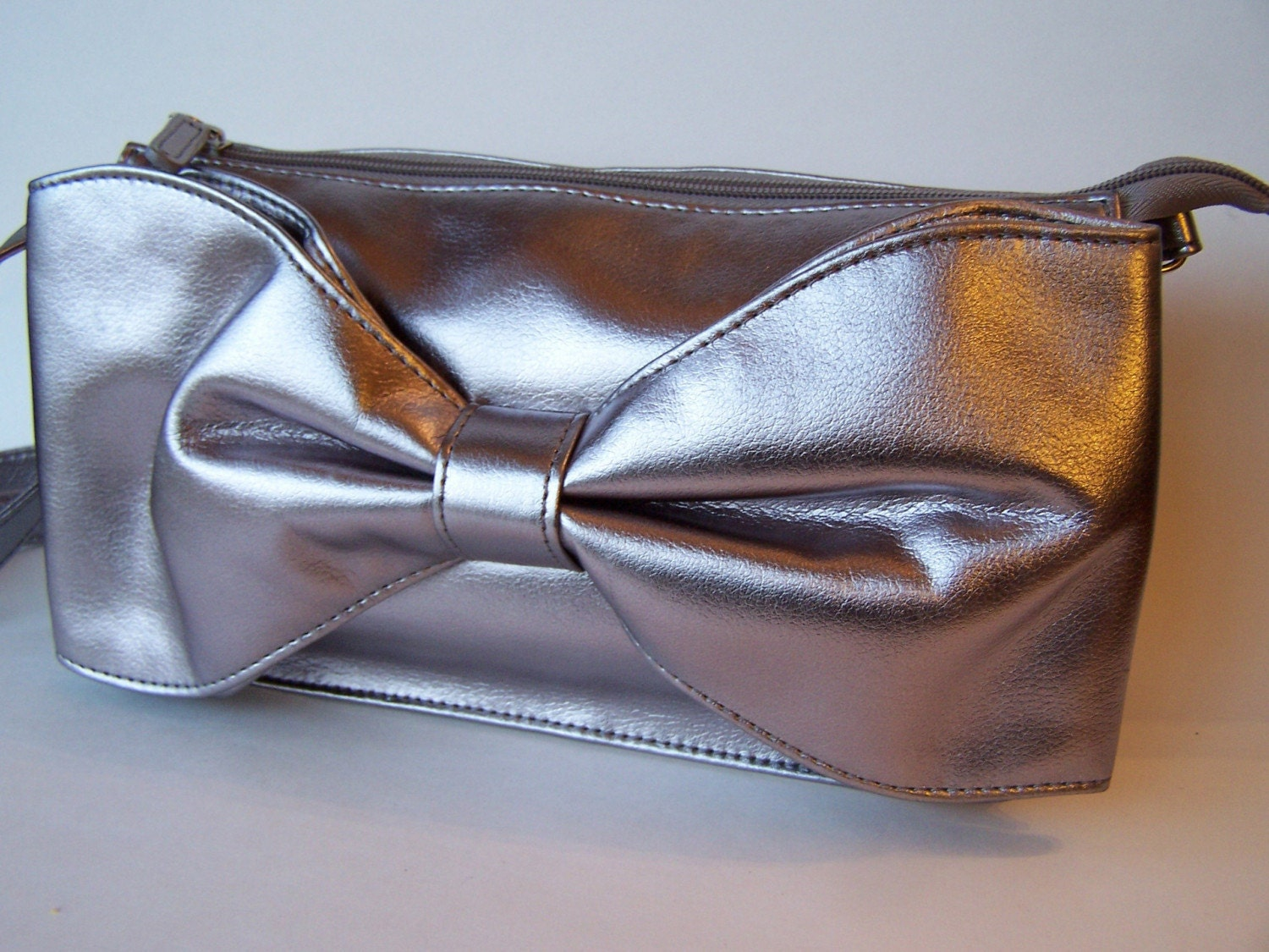 Classic Glamor Silver Bow Clutch/Purse Vintage