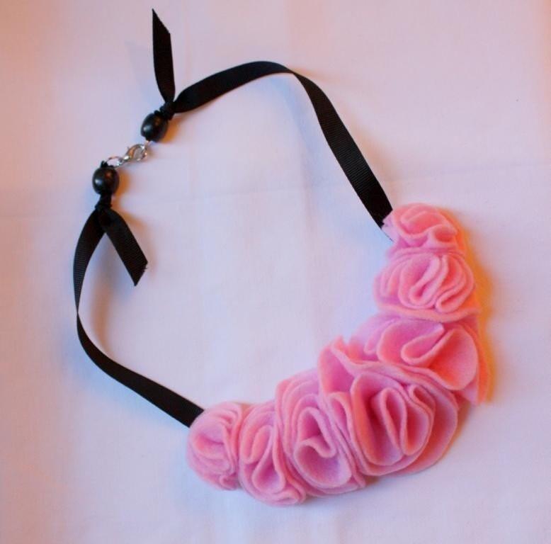 Felt Flower Necklace- Pink/Black
