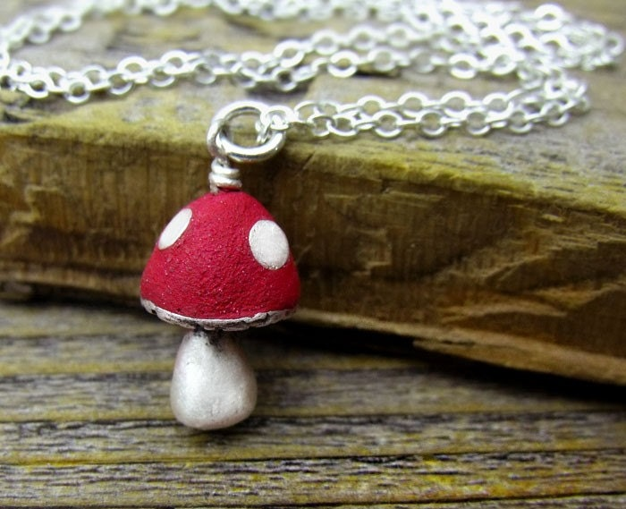 Little mushroom necklace in silver and concrete