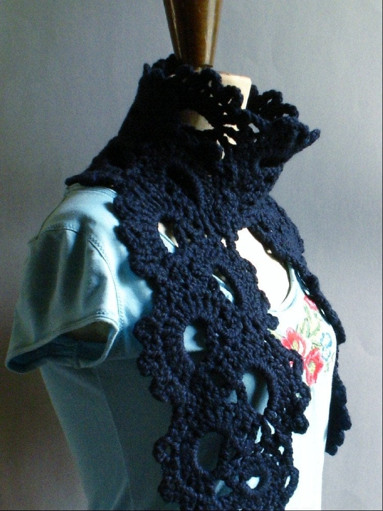 Find a cool free crochet scarf pattern here! Yes - it's free!