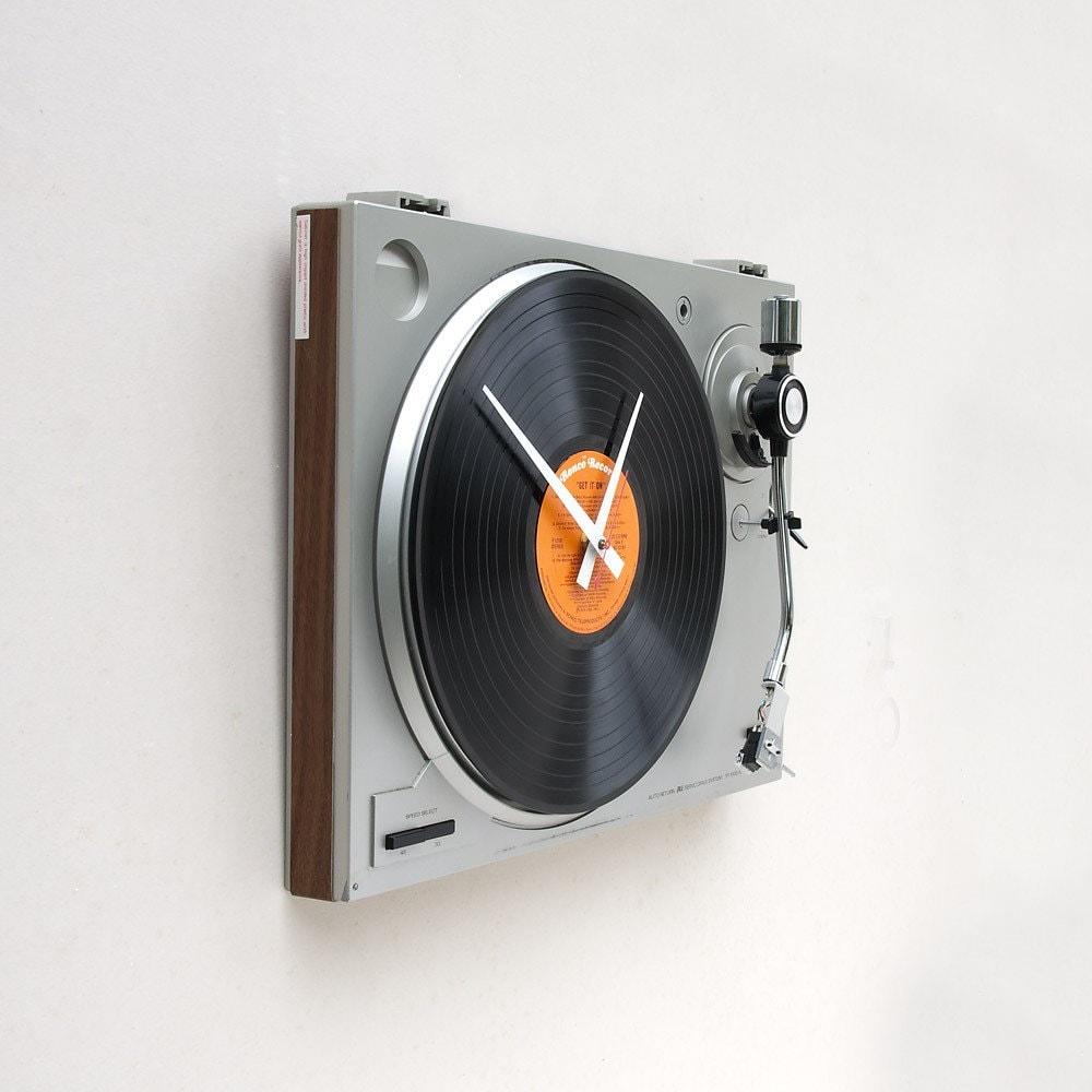 Cool Turntable Wall Clock Shockblast